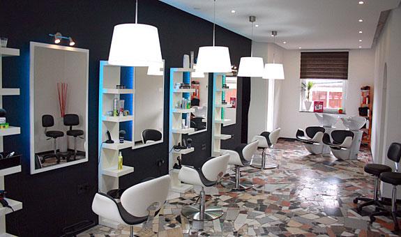 hairstylist ausbildung bremen moderne m nnliche und weibliche haarschnitte und haarf rbungen. Black Bedroom Furniture Sets. Home Design Ideas